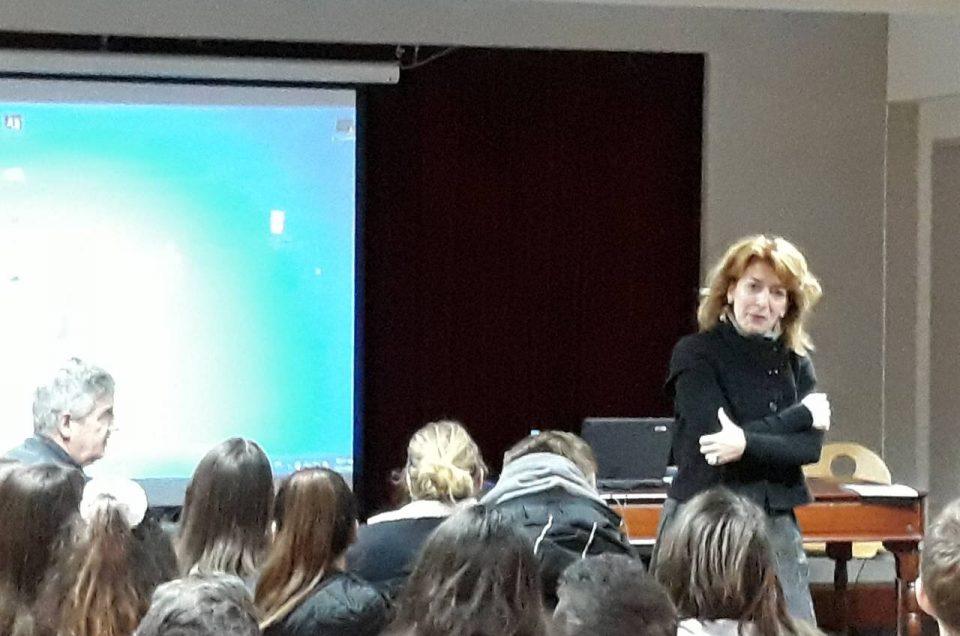 """Οι μαθητές μας συζητούν με τη συγγραφέα του νεανικού μυθιστορήματος """"Ξυπόλητοι Ήρωες"""""""